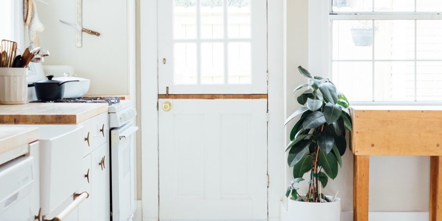 10 tips to declutter and live with less