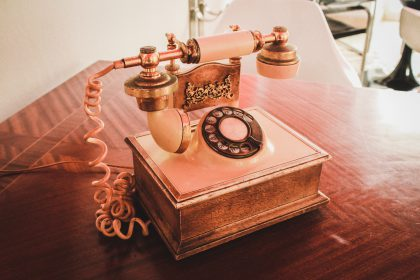 """Caution your loved ones about the """"hang-up delay"""" scam"""